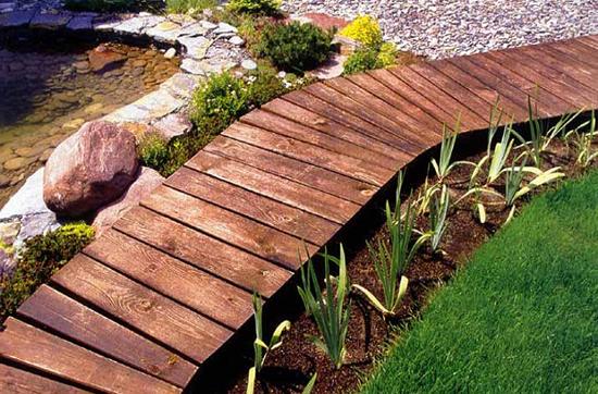 Дорожки из деревянных досок на даче своими руками